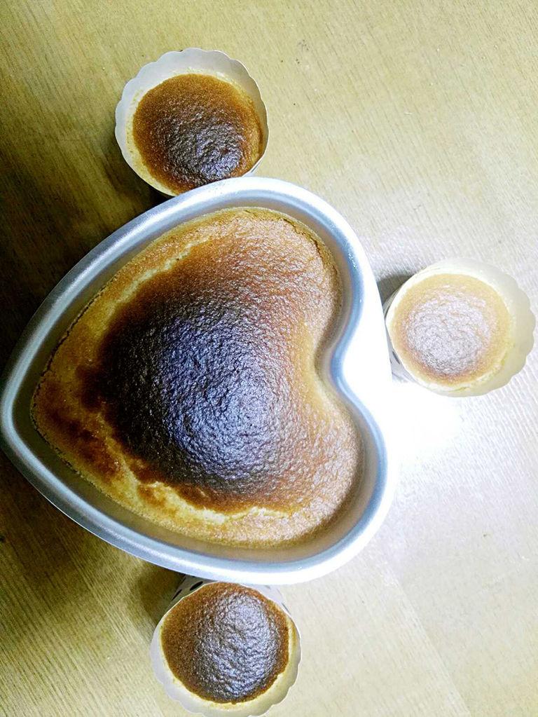 鸡蛋3个 辅料   细砂糖40克 柠檬汁几滴 戚风蛋糕的做法步骤 1.