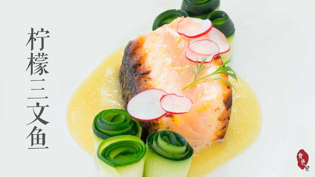 今天介绍的是两道菜:柠檬三文鱼,和三文鱼佐青豆泥。食材不复杂,三文鱼可换成一切你找得到的大块鱼肉,蔬菜也可换成你能买到时令蔬菜。但摆盘是关键。 容器简单就好,底色一定要干净,无特殊花纹抢镜,有神马卡通蝴蝶英文字母的就不要拿出来了。譬如图中我用的白盘子不过是宜家买来的便宜货而已。