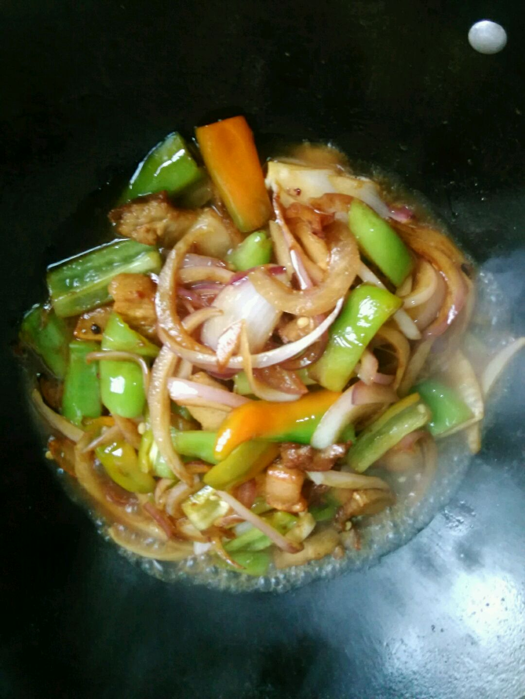 青椒洋葱炒肉的做法图解5