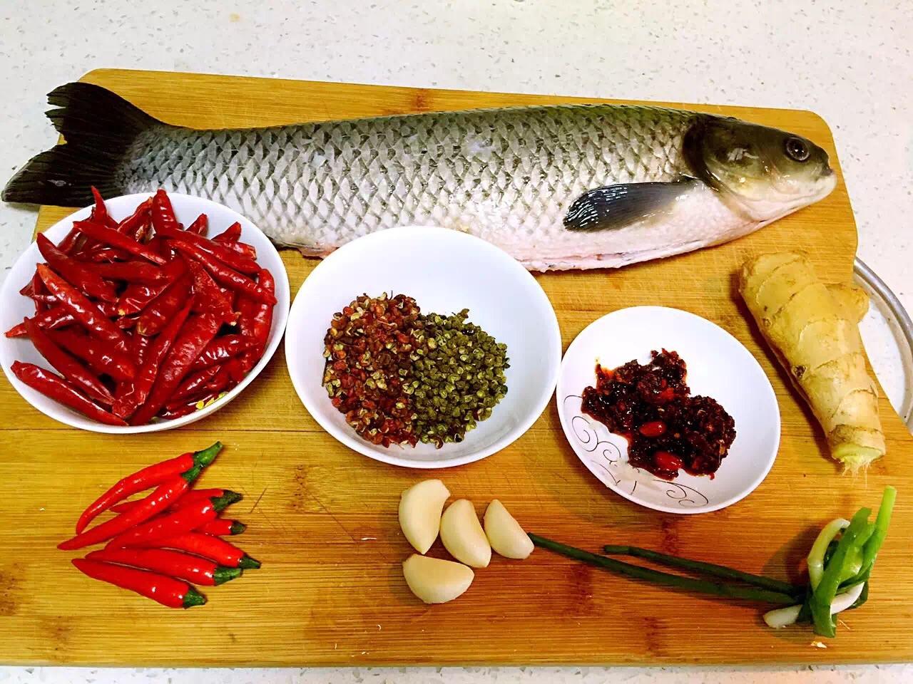 低油版鲜椒水煮鱼(附鱼片片法)的做法图解1