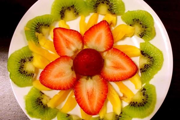 草莓猕猴桃水果拼盘的做法 草莓猕猴桃水果拼盘怎么做如何做好吃 草
