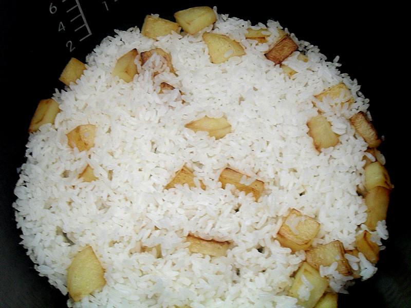 蒸好的米饭.