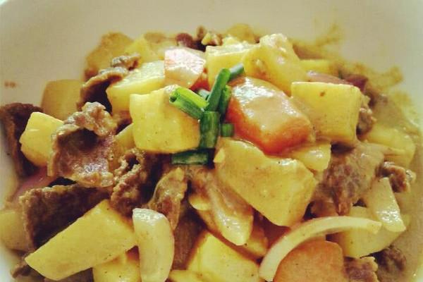 咖喱牛肉焖土豆的做法 咖喱牛肉焖土豆怎么做如何做好吃 咖喱牛肉焖