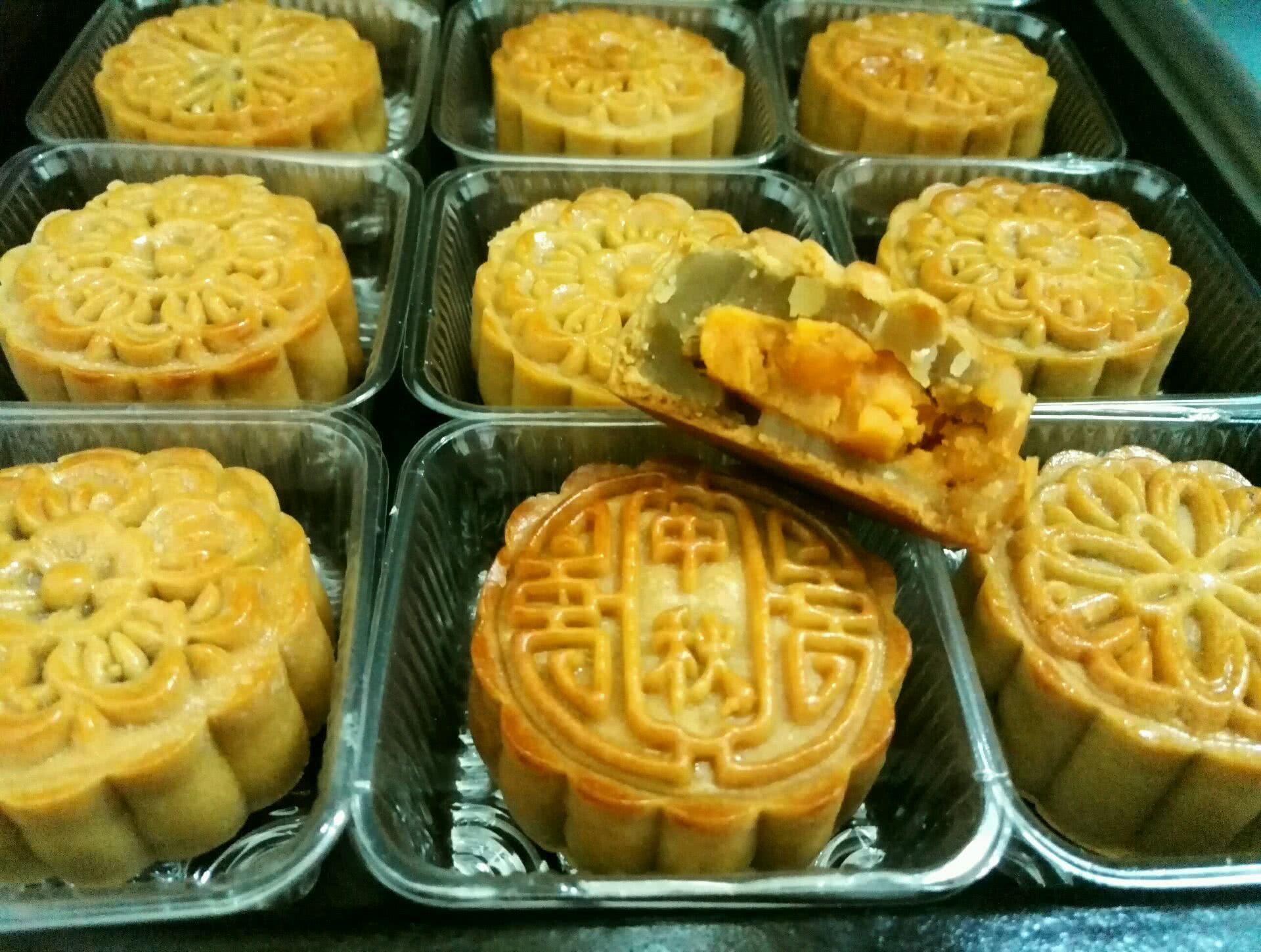 莲蓉蛋黄月饼#长帝烘焙节(半月轩)#的做法_【图解】