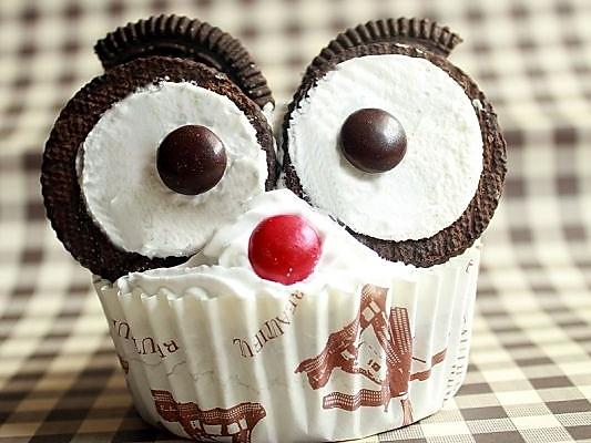 泡打粉3克 辅料   奥利奥饼干2块 mm巧克力豆适量 猫头鹰杯子蛋糕的