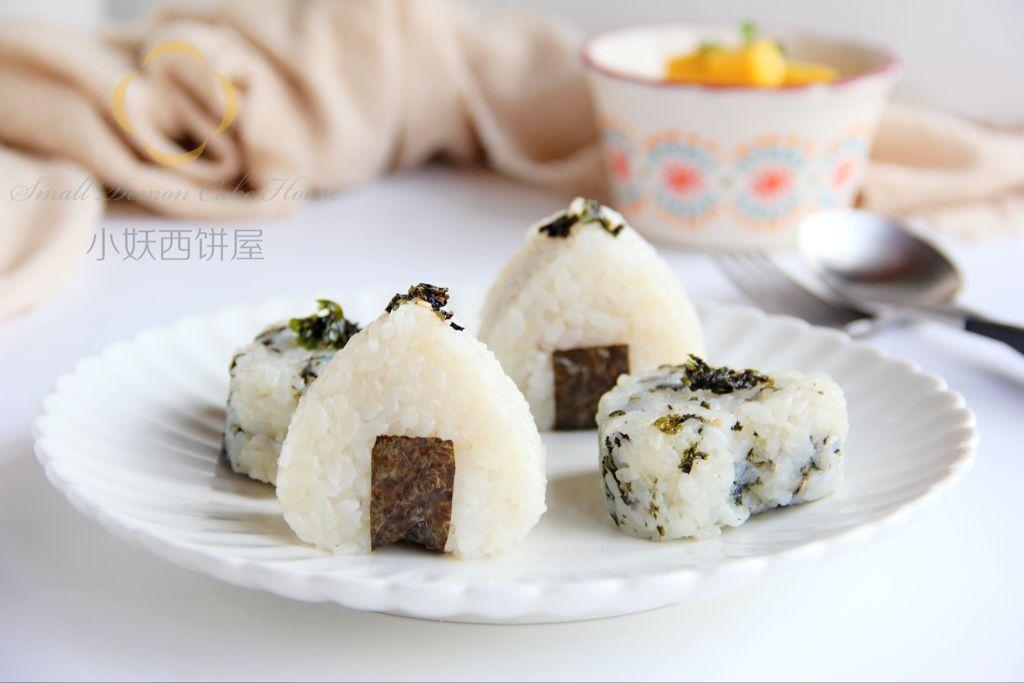 海苔饭团和肉松饭团