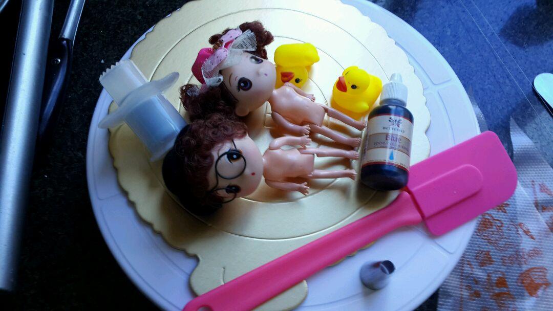 情侣芭比娃娃蛋糕详尽过程的做法步骤 作品完成了 亲也动手制作个