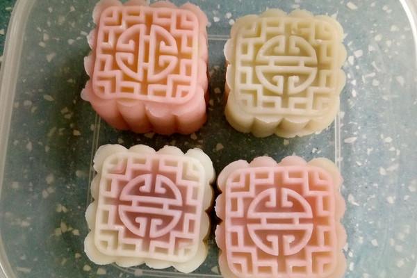 玫瑰花馅冰皮月饼的做法 玫瑰花馅冰皮月饼怎么做如何做好吃 玫瑰花