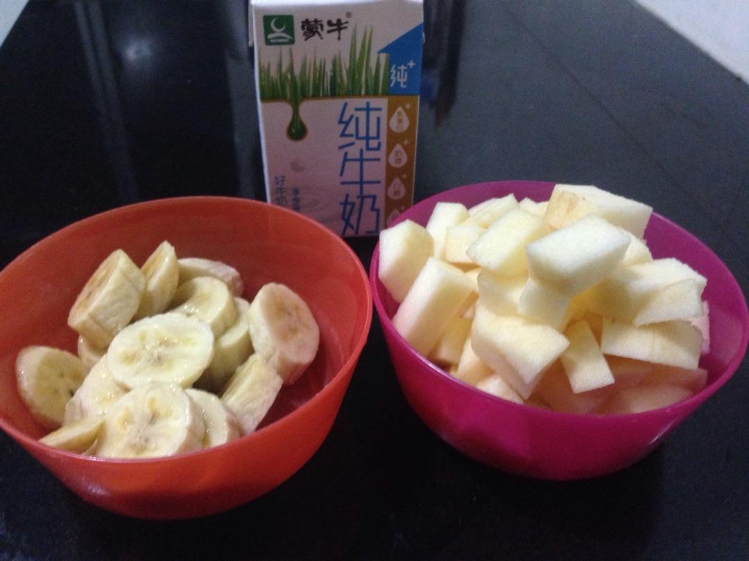 香蕉苹果奶昔的做法图解1
