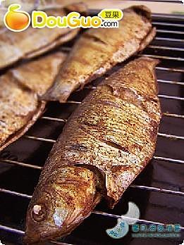 焦香烤鱼的做法