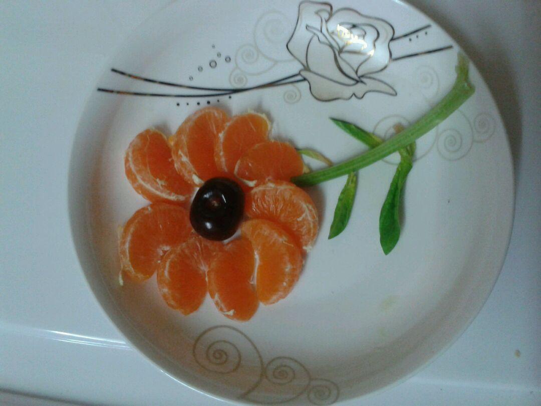 用手机看这个菜谱 扫一扫 边看边做更方便 主料 橘子,青瓜 水果拼盘的