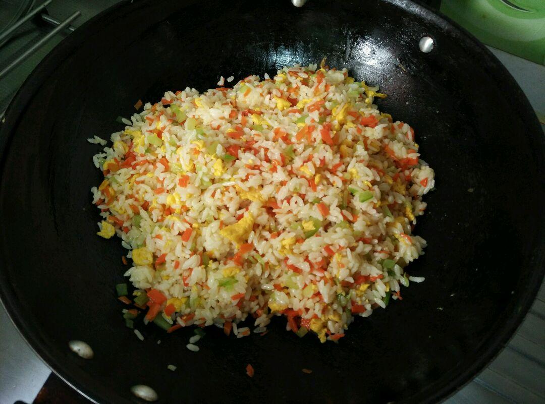 时蔬蛋炒饭的做法步骤