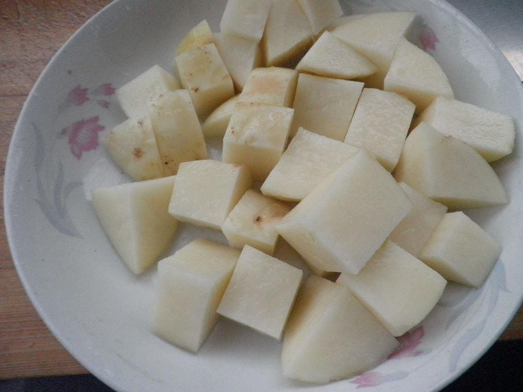 土豆洗净去皮切块