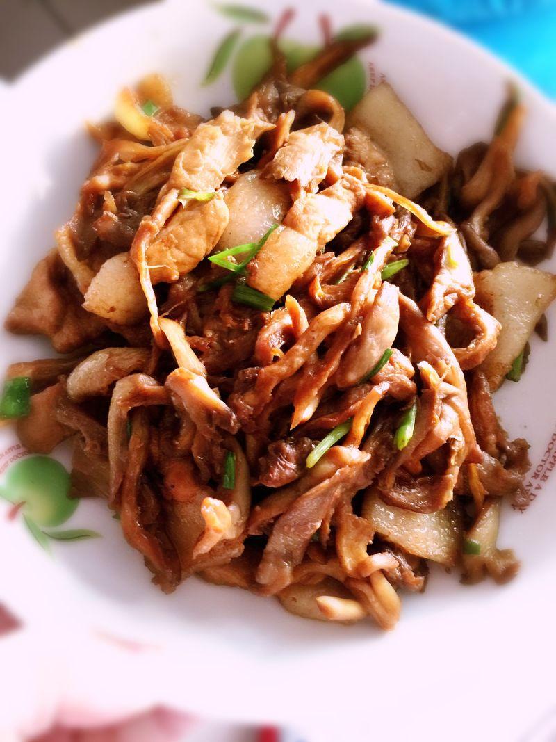 蘑菇炒肉的山药_【图解】牛尾炒肉做做好吃黑豆做法蘑菇汤图片