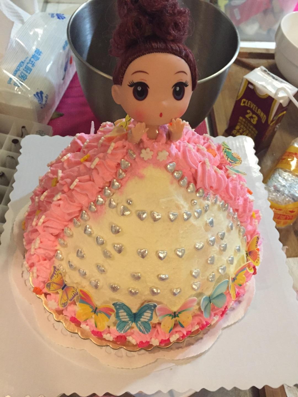 彩虹芭比公主蛋糕