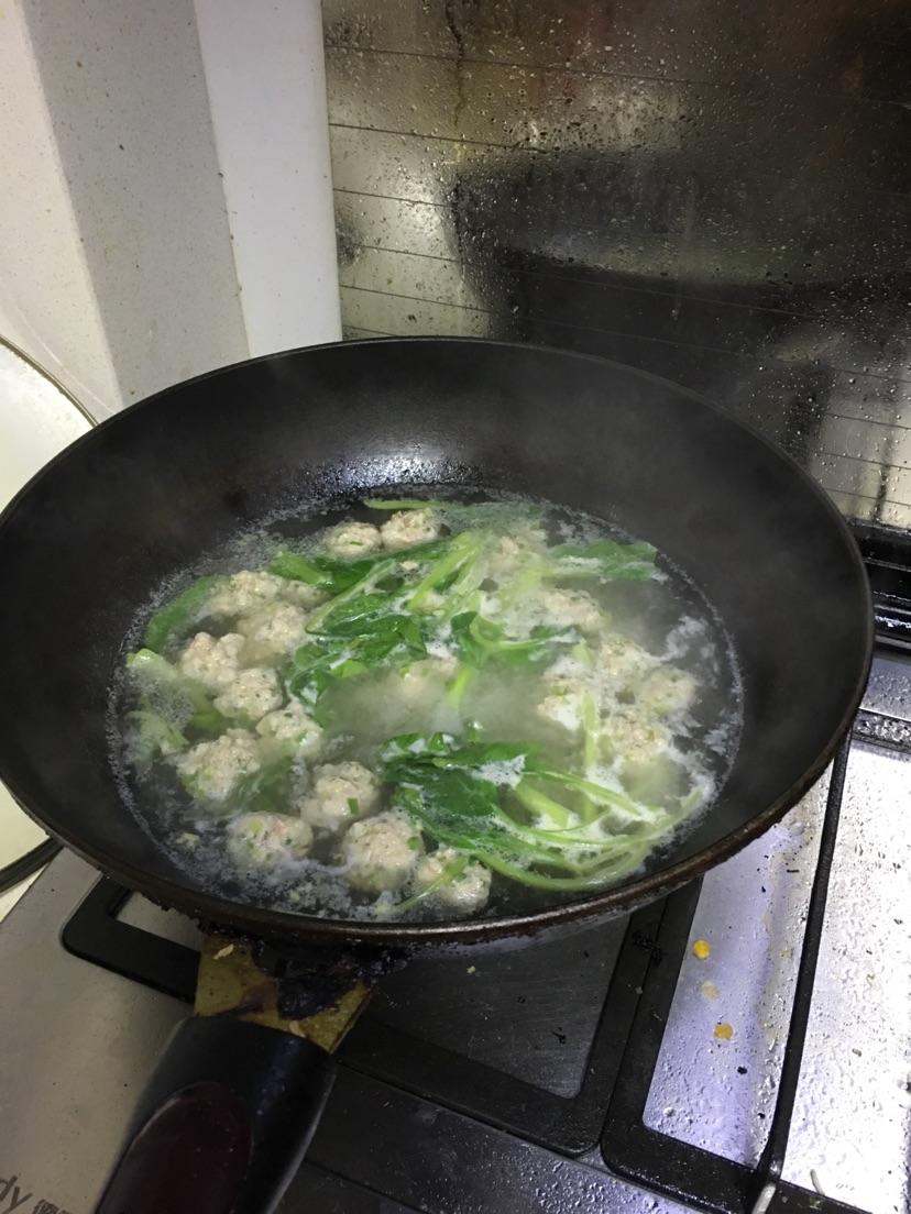 宝宝爱吃青菜肉丸汤的做法图解5