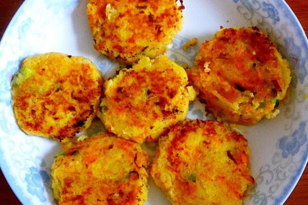 辅料   辅料:椒盐,糖用量:适量 辅料:葱用量:两根 土豆饼的做法步骤