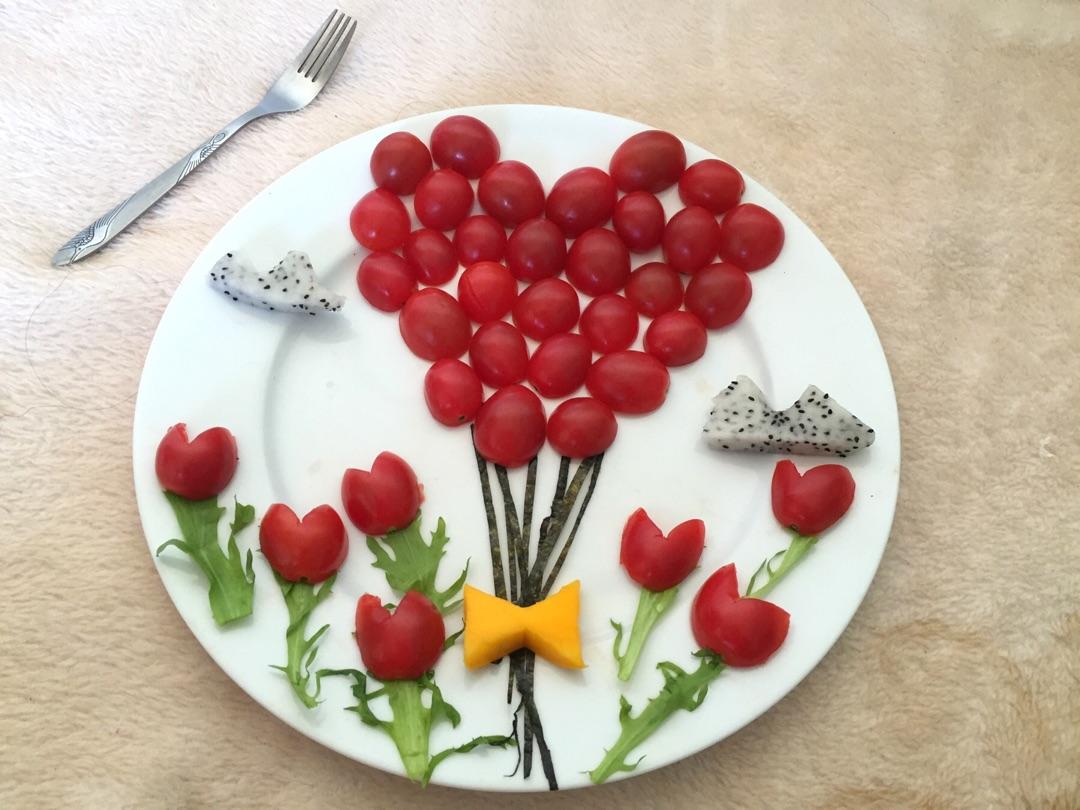 主料 圣女果300g 芒果1个 火龙果1个 苦菊1颗 海苔1张 水果拼盘~的图片