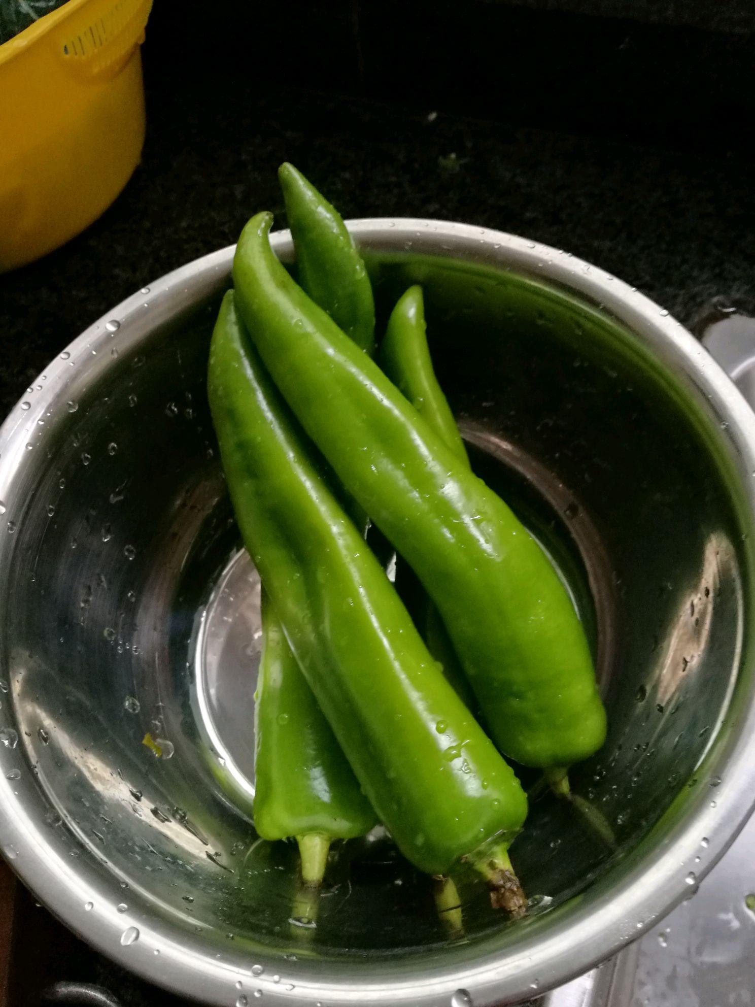 青椒煎鸡蛋的做法步骤 5.