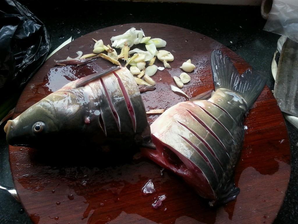 酱炖鲤鱼的做法步骤