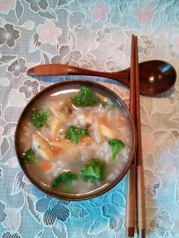 海鲜粥(家常蚬子蔬菜粥)