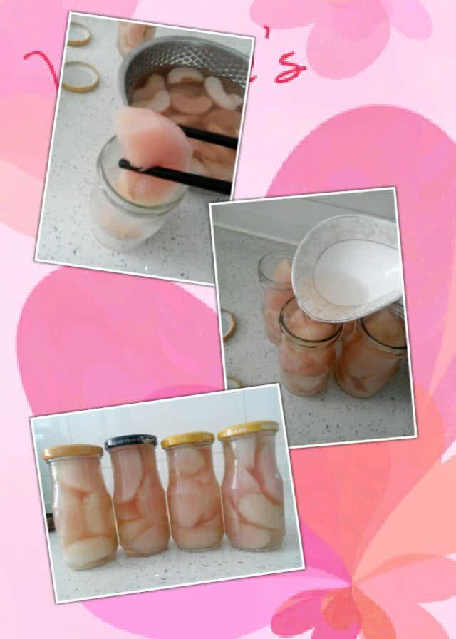 5. 美味的桃子罐头就做好了,把煮好的桃子放一边凉一会儿(不要太凉,有余温就装瓶,盖子会被牢牢的吸住,这样密封效果会很好 ),先用筷子把桃子夹到瓶子里 然后再把汁加到里面,把盖子拧紧放入冰箱冷藏3~4个小时,冷藏口感更佳哦!