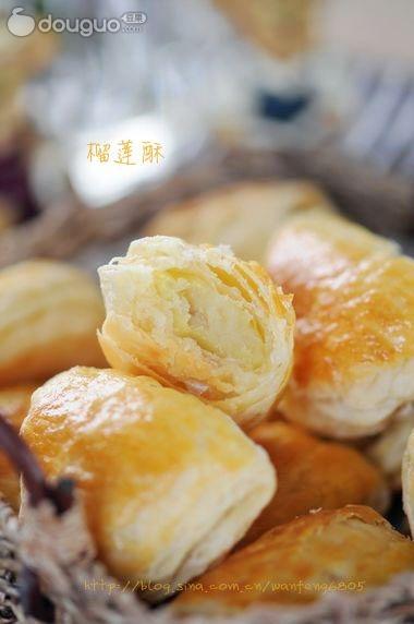 辅料   榴莲肉150克 淀粉15克 澄粉15克 糖15克 榴莲酥的做法步骤 1.