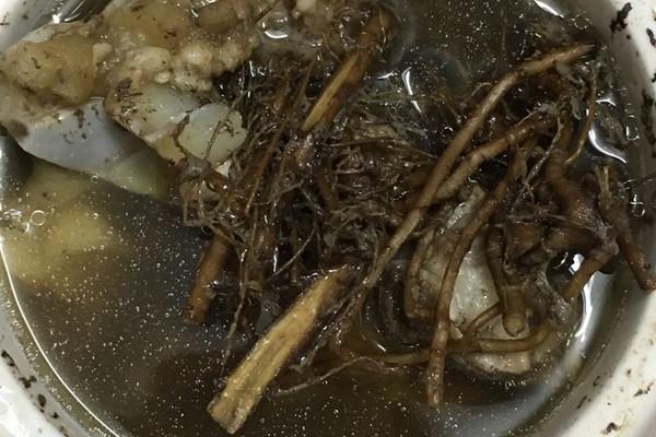 艾根猪骨头汤的做法_【图解】艾根猪骨头汤怎么做
