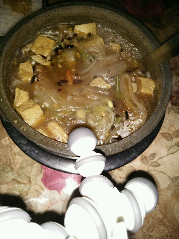 粉条100g 豆芽50g 豆角适量 葱姜蒜适量 猪骨汤适量 素砂锅的做法步骤