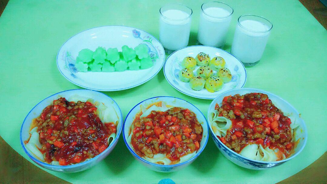 儿童早餐茄汁面片的做法图解1