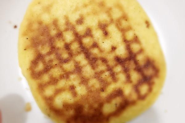 贴饼子的做法_【图解】贴饼子怎么做如何做好吃_贴_罐