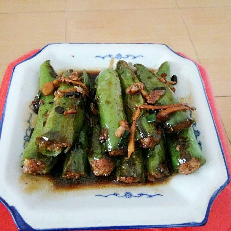 大蒜适量 豆鼓适量 姜适量 酱油适量 耗油适量 生粉 酿青椒的做法步骤