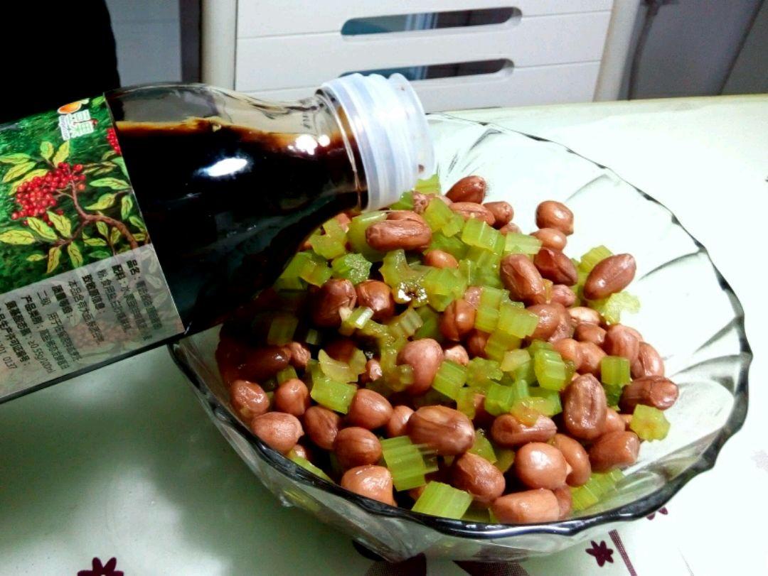 菁选酱油试用之拌芹菜花生米