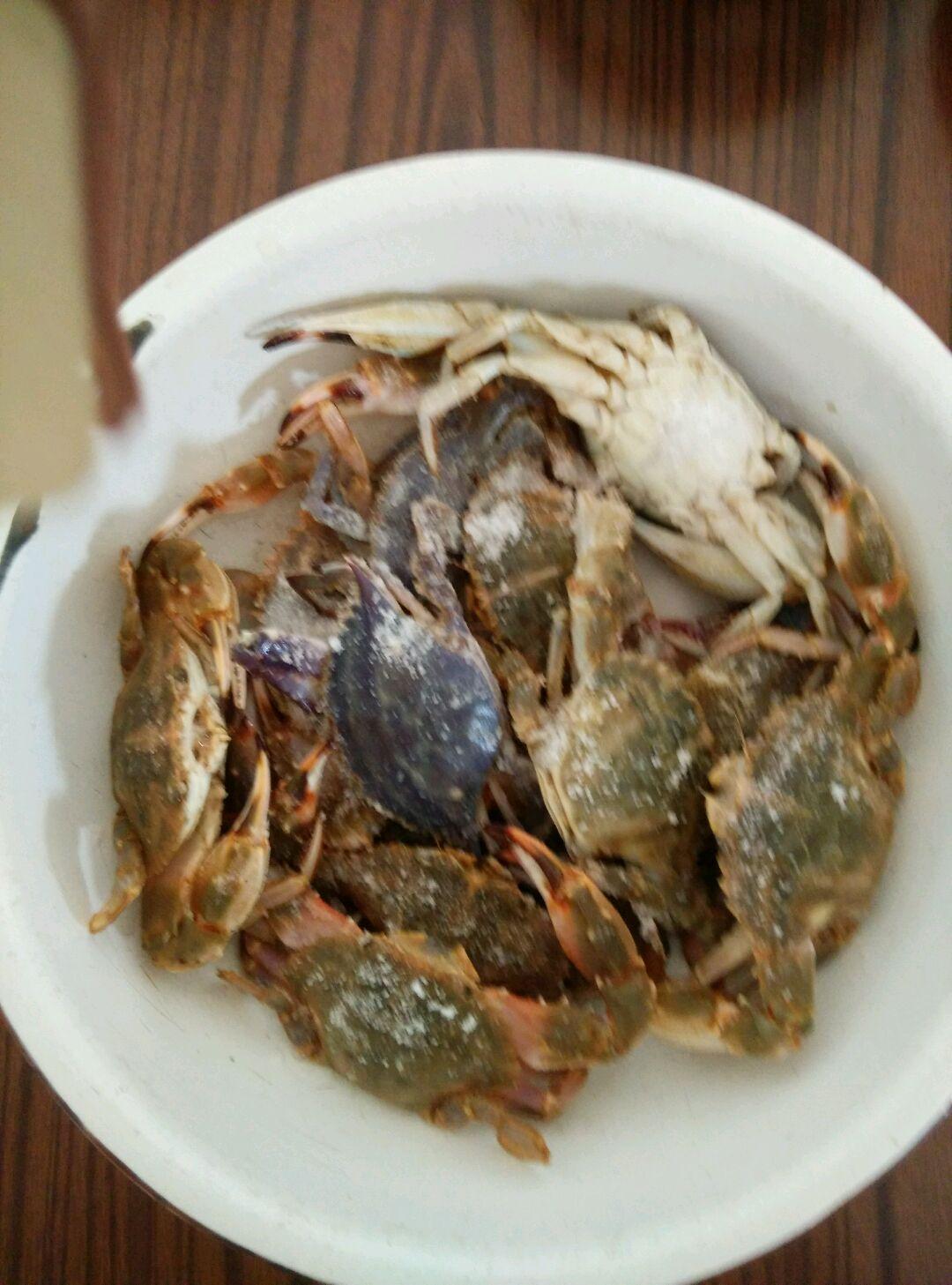 生吃螃蟹的做法图解1
