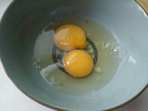 因为我一个人的分量,打了两个鸡蛋,搅拌到十分均匀方可