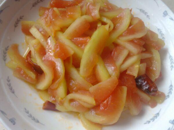 适量 —个 醋溜西瓜皮的做法步骤 小贴士 西瓜皮切薄,—定要用盐腌—