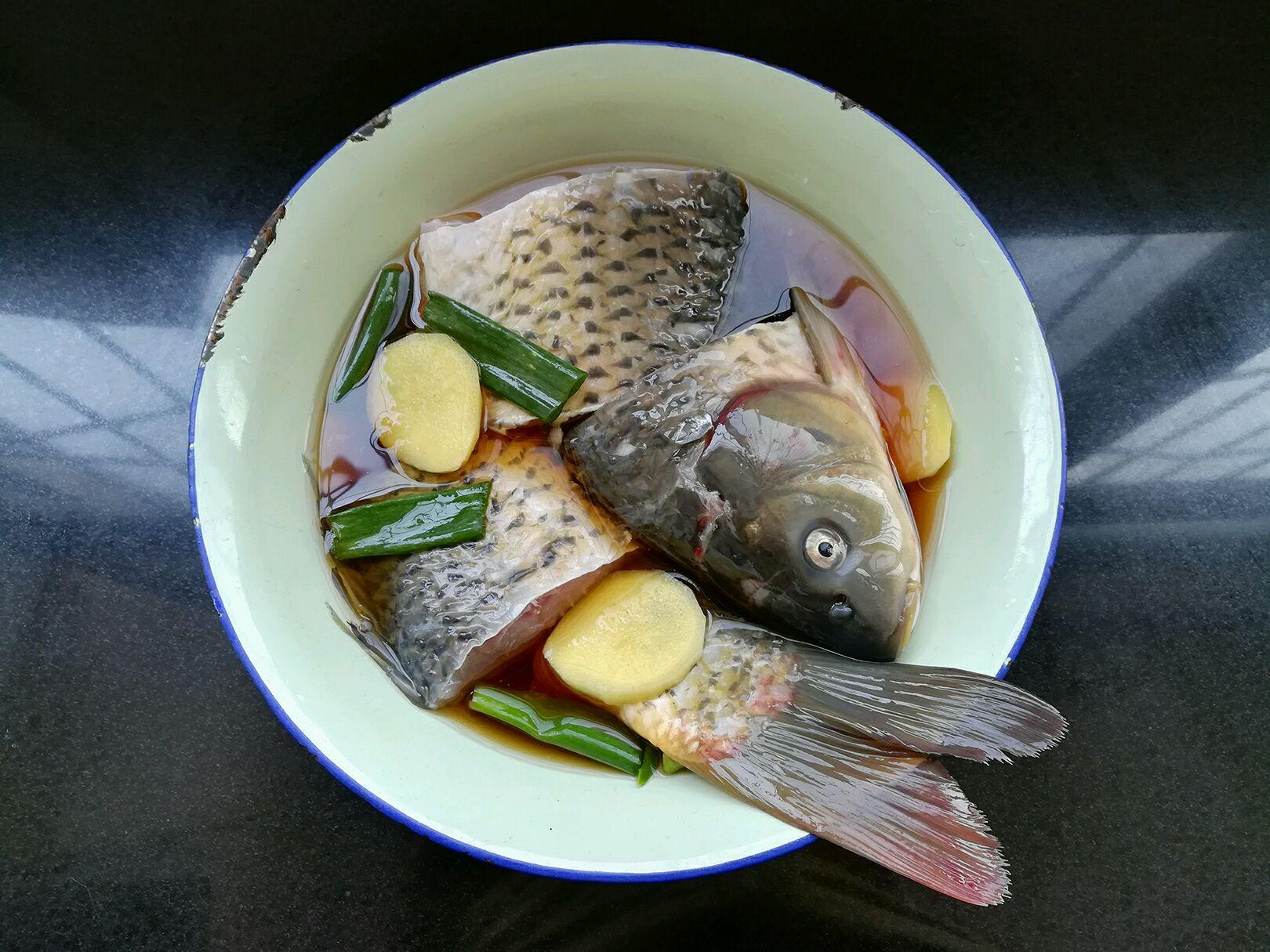 清炖鲤鱼的做法图解5