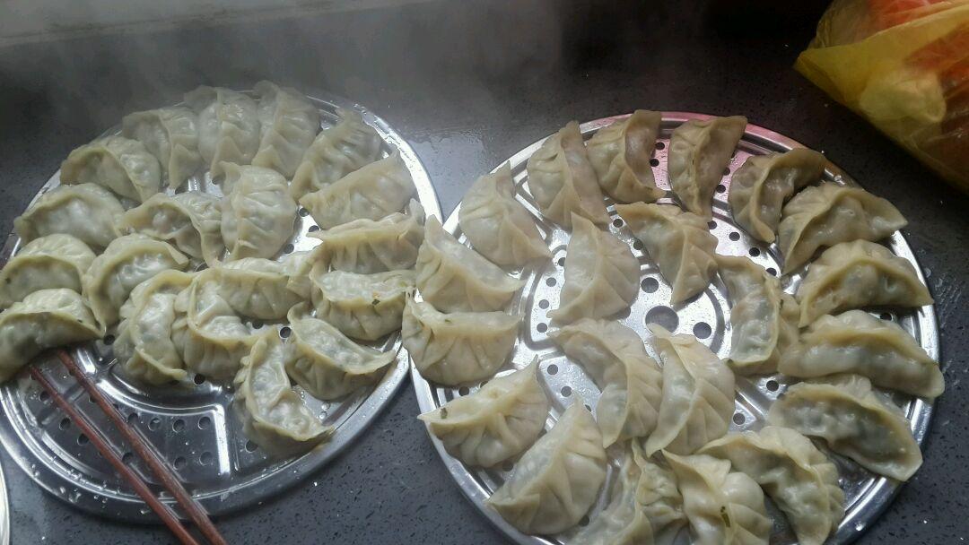 猪肉韭菜胡萝卜饺子的做法图解5