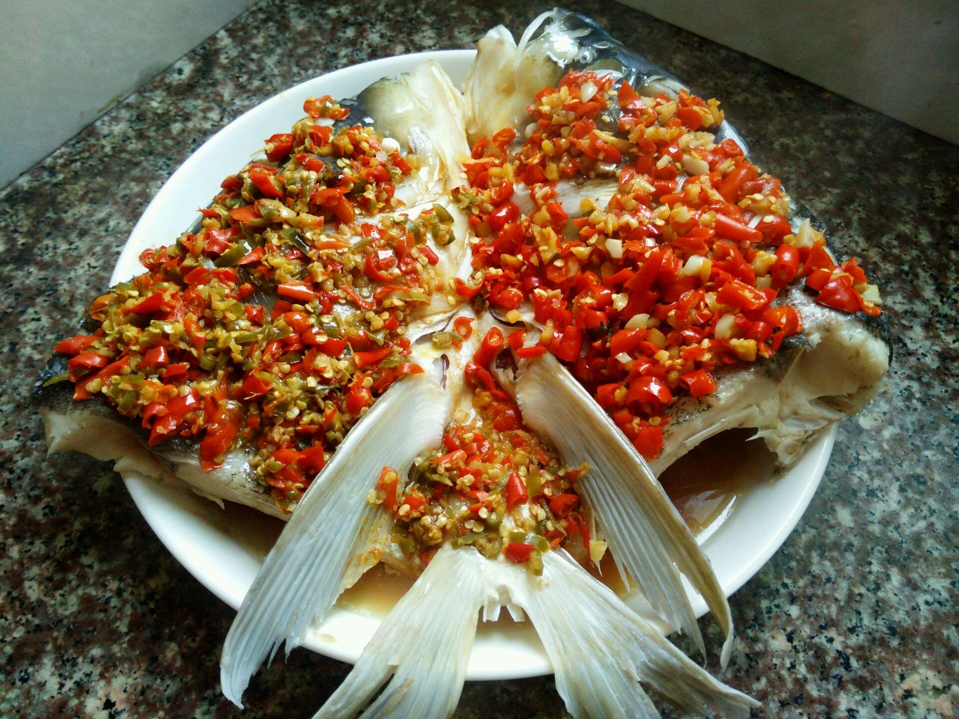 时间:10-30分钟       主料 胖头鱼鱼头1个 姜5片 自制剁辣椒半碗