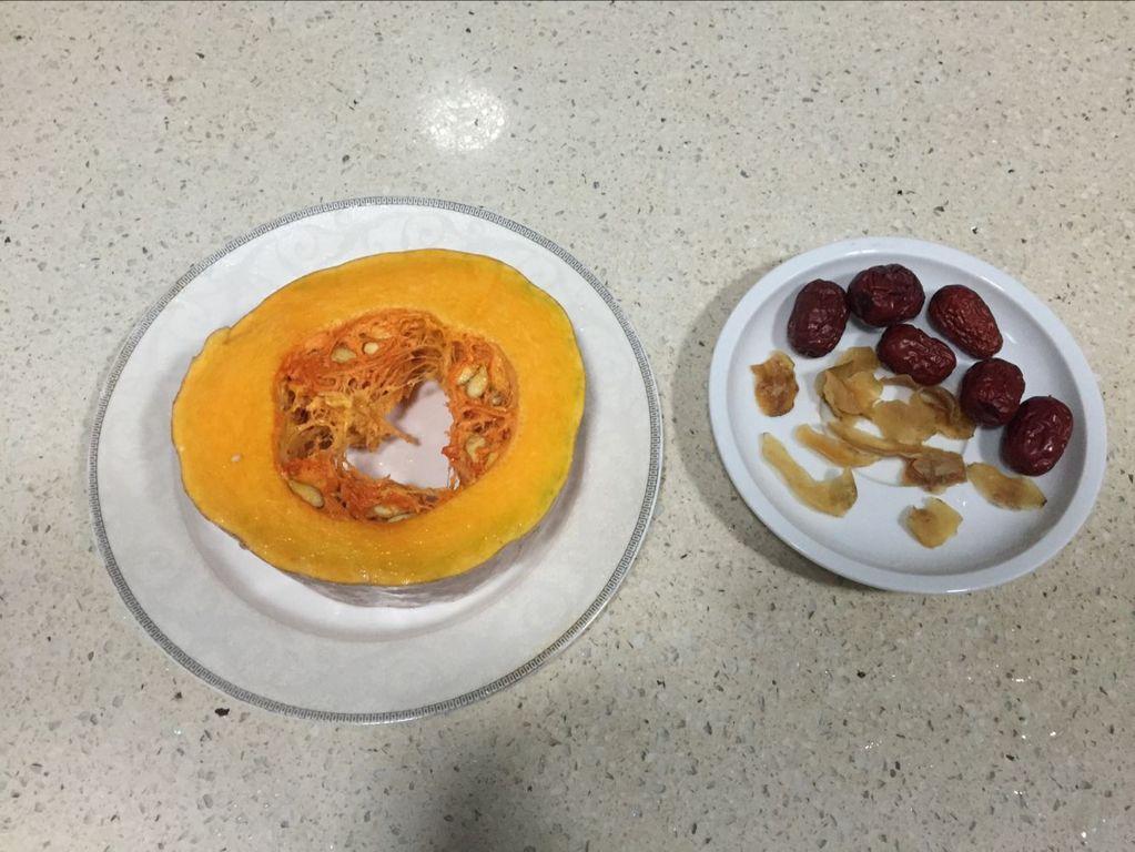 百合红枣蒸南瓜的做法图解1