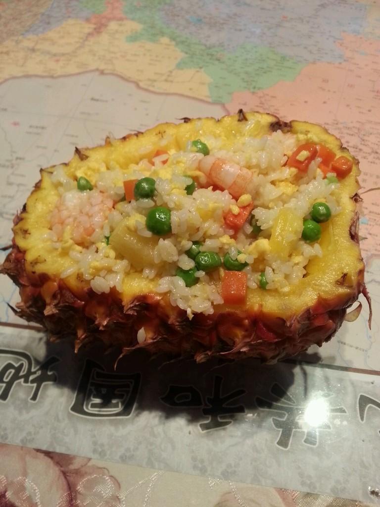 菠萝海鲜饭的做法