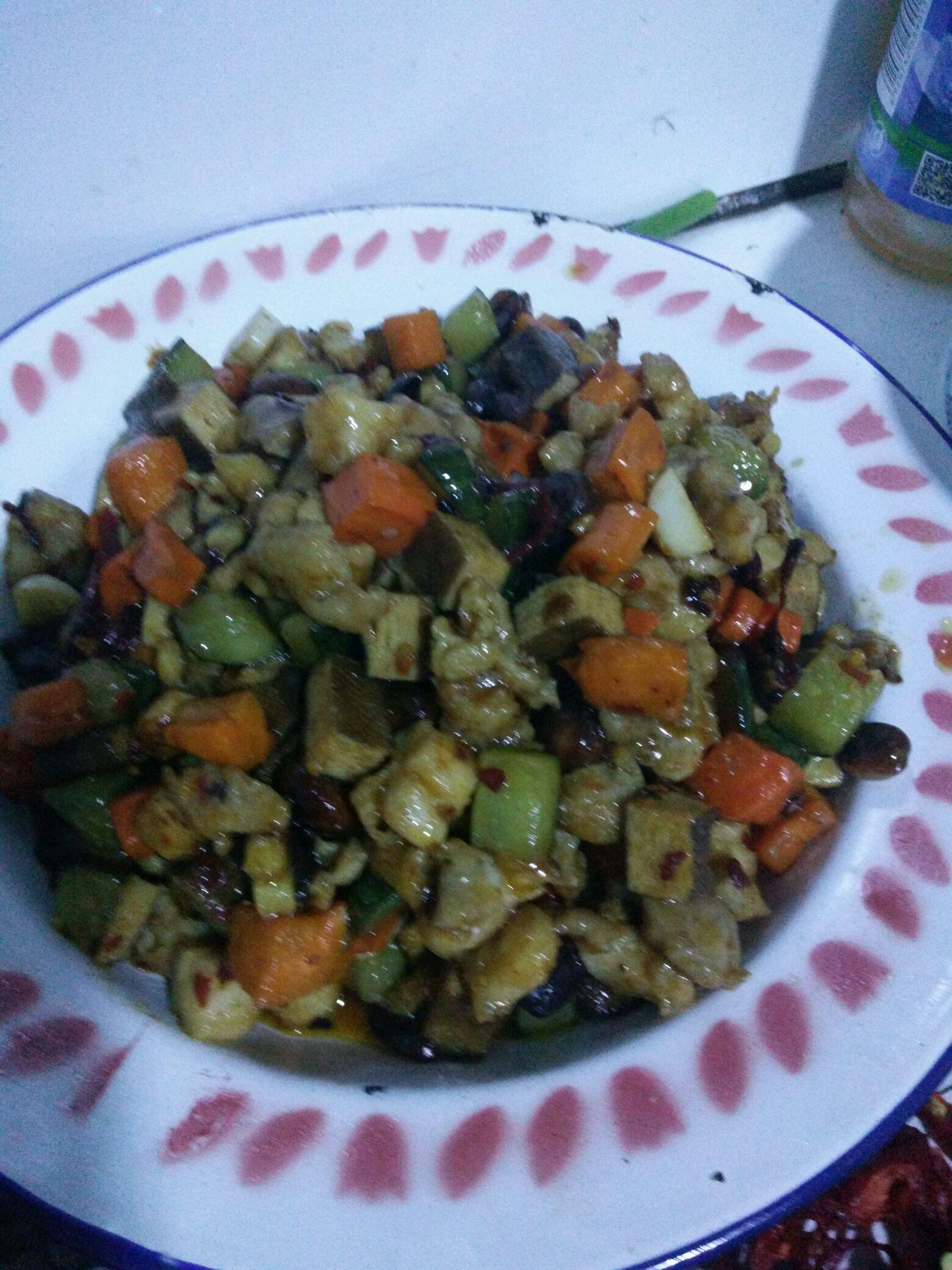 淀粉(宫保汁)2勺 食用油(宫保汁)适量 家常菜宫保鸡丁的做法步骤 2.