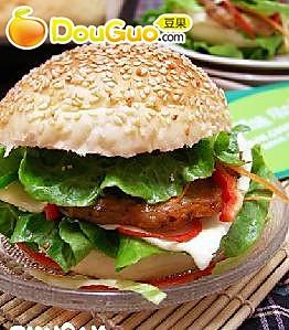 黑胡椒烤猪排汉堡的做法