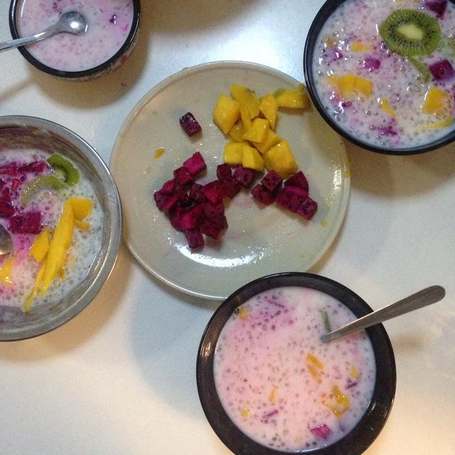 水果西米露(红心火龙果,芒果,猕猴桃)/番薯牛奶西米露的做法图解1