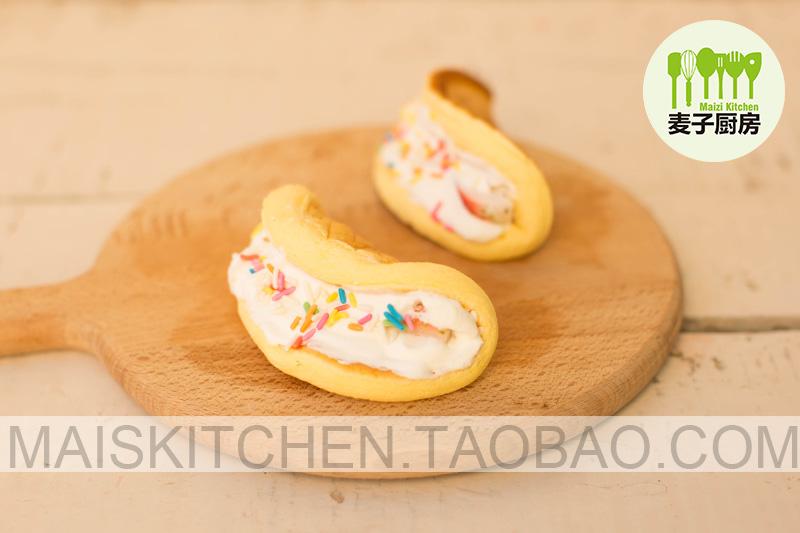 圣诞节小甜品 (草莓圣诞老人,千层蛋糕,蛋糕卷)图片