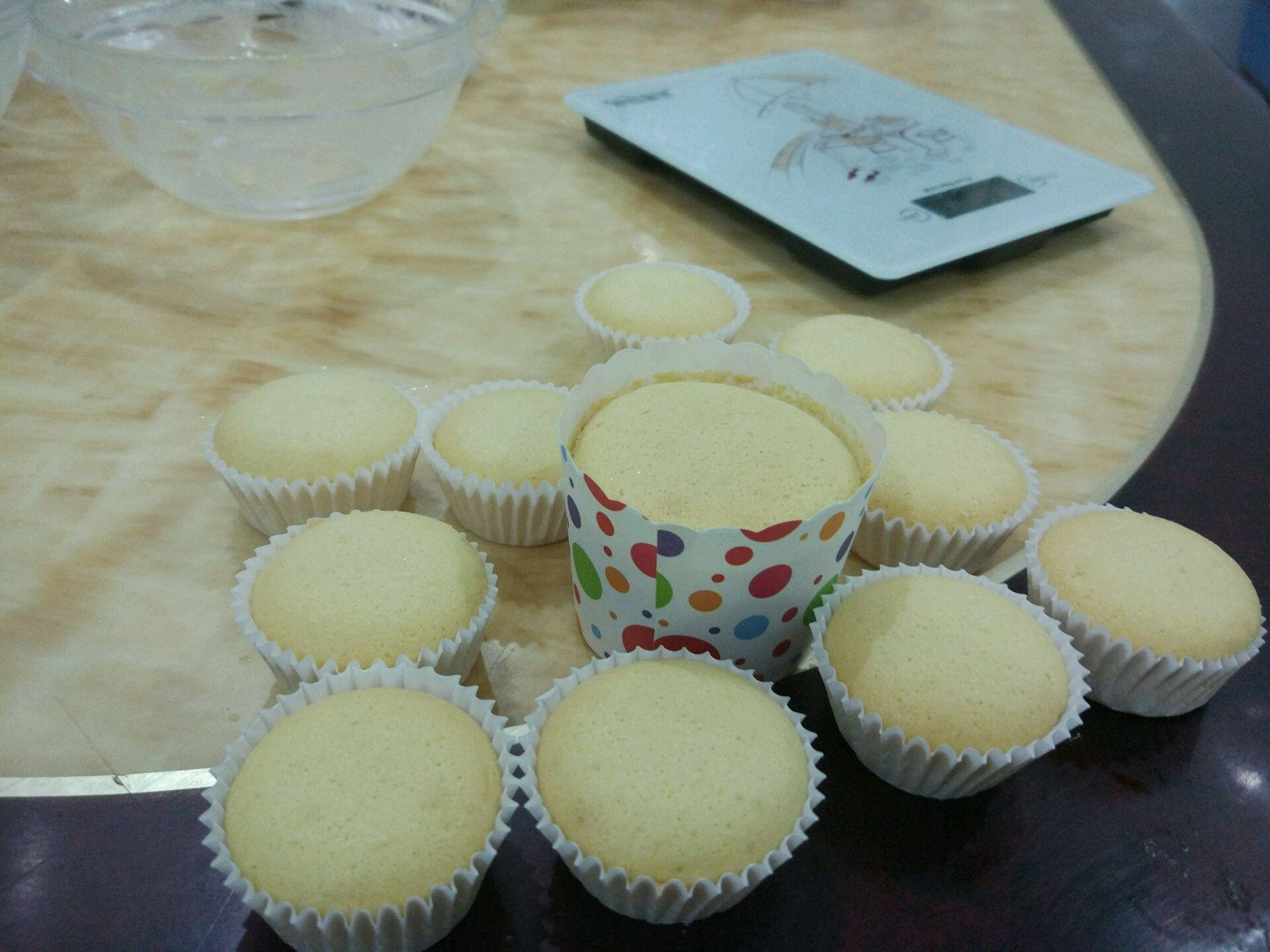超简单食材,纸杯蛋糕的做法步骤