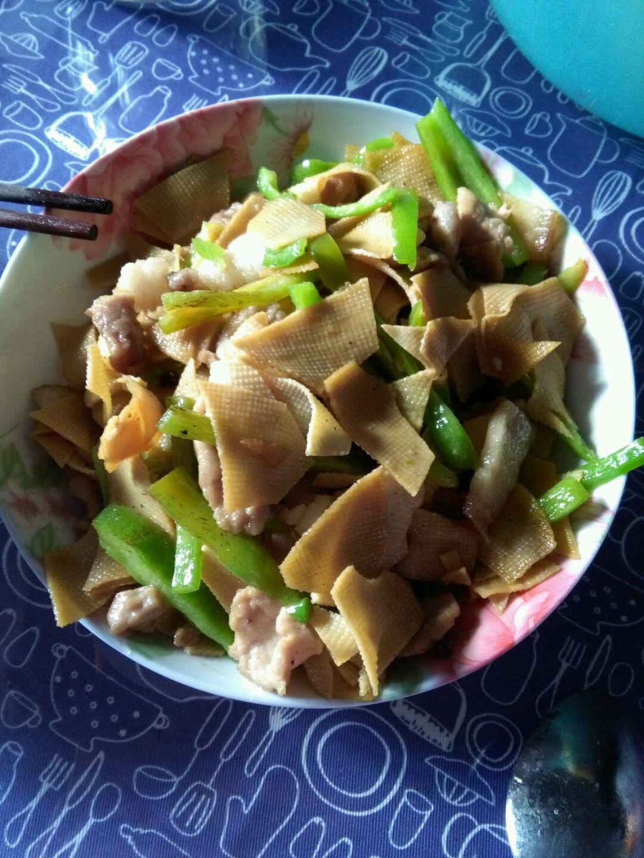 尖椒豆腐皮的做法图解1