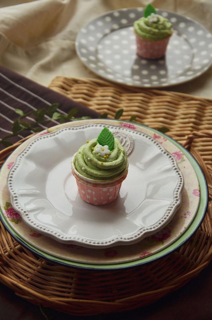 春日抹茶纸杯蛋糕的做法_【图解】春日抹茶纸杯蛋糕做
