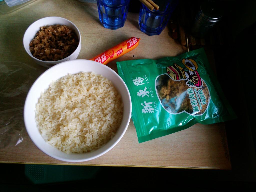 早餐の肉松大饭团的做法图解1