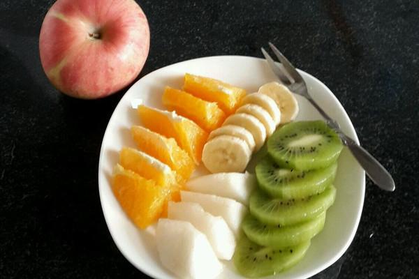 主料 梨1个 猕猴桃1个 香蕉1个 橙子1个 辅料   沙拉酱 水果拼盘